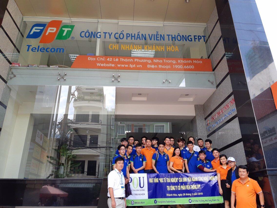 Sinh viên tham quan, học tập tại Công ty Cổ phần Viễn thông FPT (Chi nhánh Khánh Hòa)