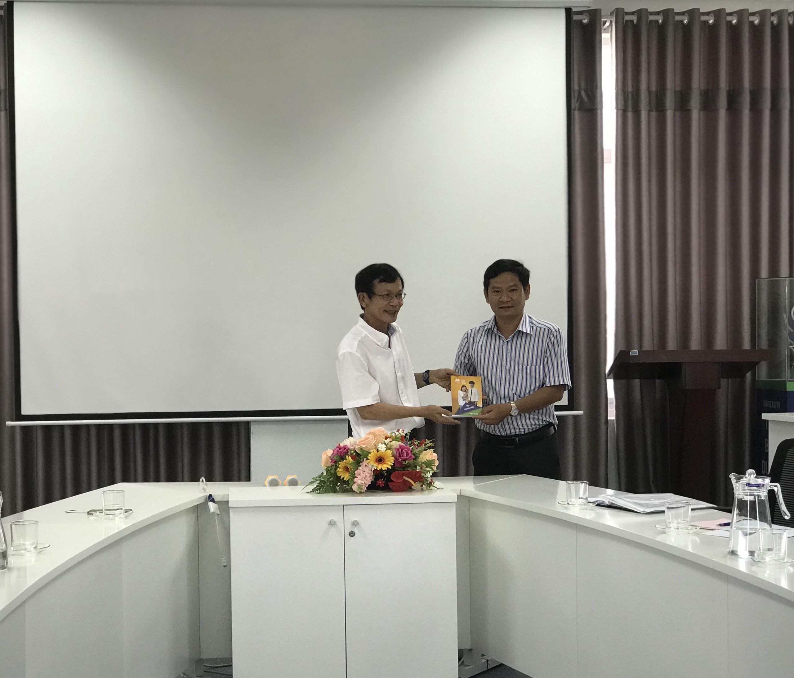Trung tâm Giáo dục thường xuyên Phú Yên làm việc về hợp tác đào tạo tại Đại học Thái Bình Dương