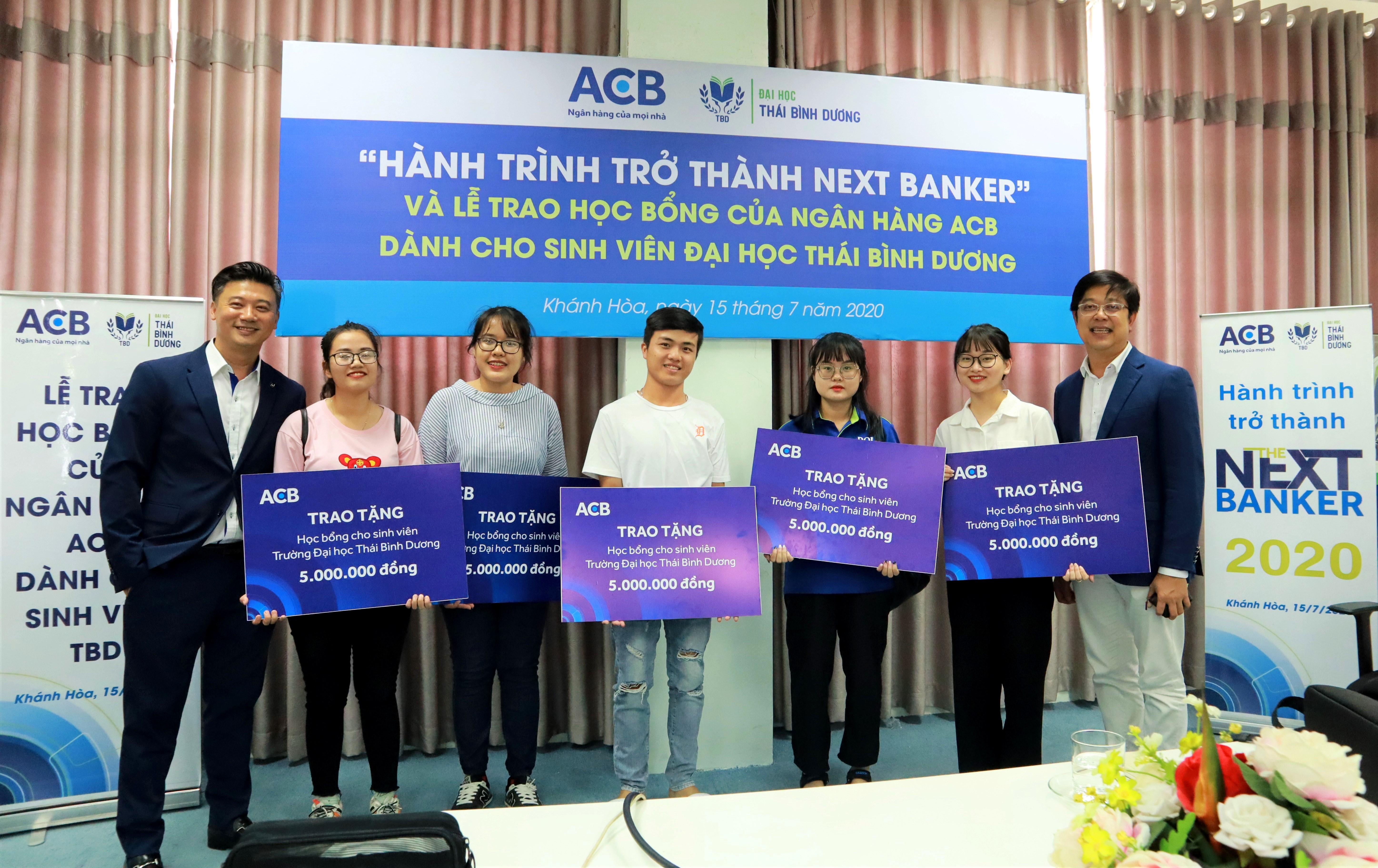 """Lễ trao Học bổng Ngân hàng ACB và Workshop """"Hành trình trở thành The Next Banker"""""""