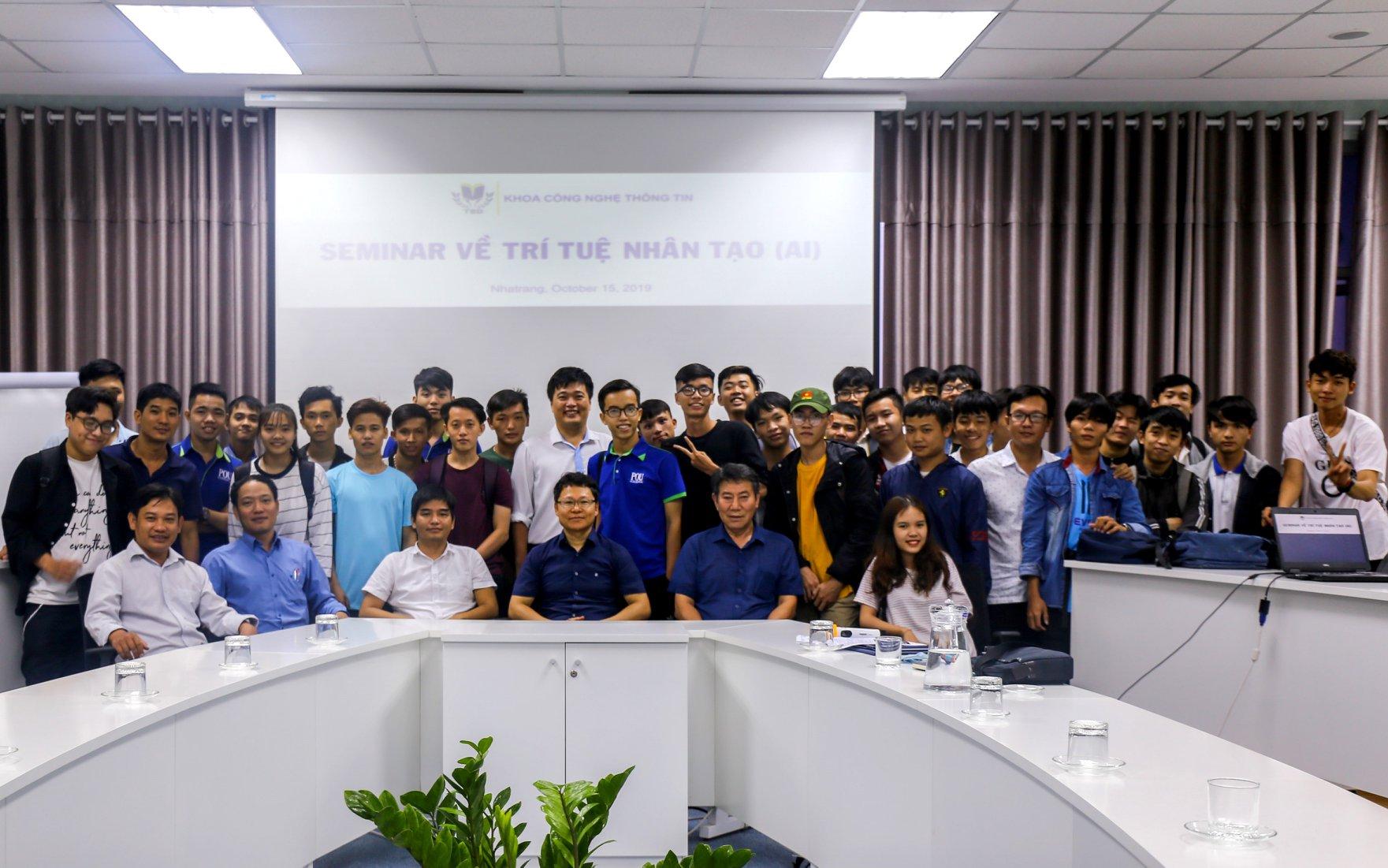 Sinh viên ngành CNTT Đại học Thái Bình Dương học tập trong mô hình IT Space