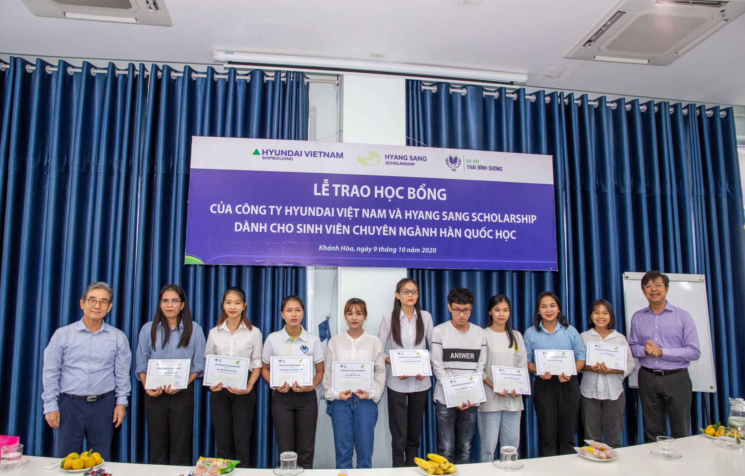 14 SV chuyên ngành Hàn Quốc ĐH Thái Bình Dương nhận học bổng của Hyundai Việt Nam và Hyang Sang Scholarship