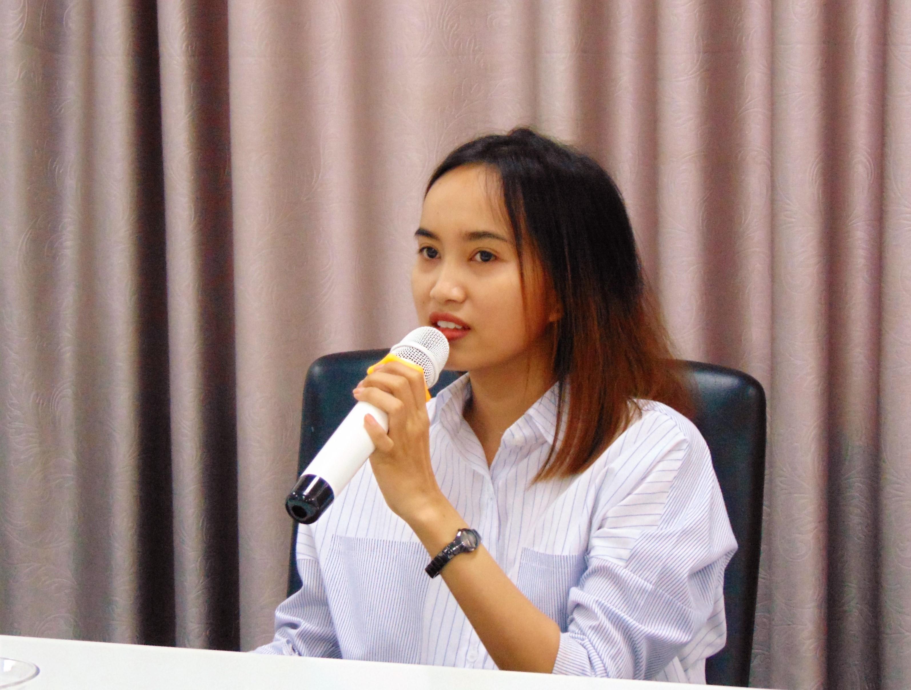Description: D:\ảnh lớp GDKP hanh phuc\ảnh workshop HP\DSC00018.JPG