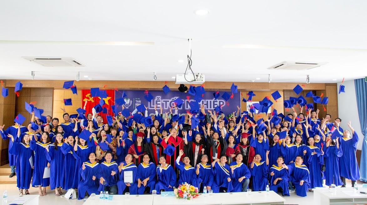 Đại học Thái Bình Dương trao bằng tốt nghiệp đợt 2