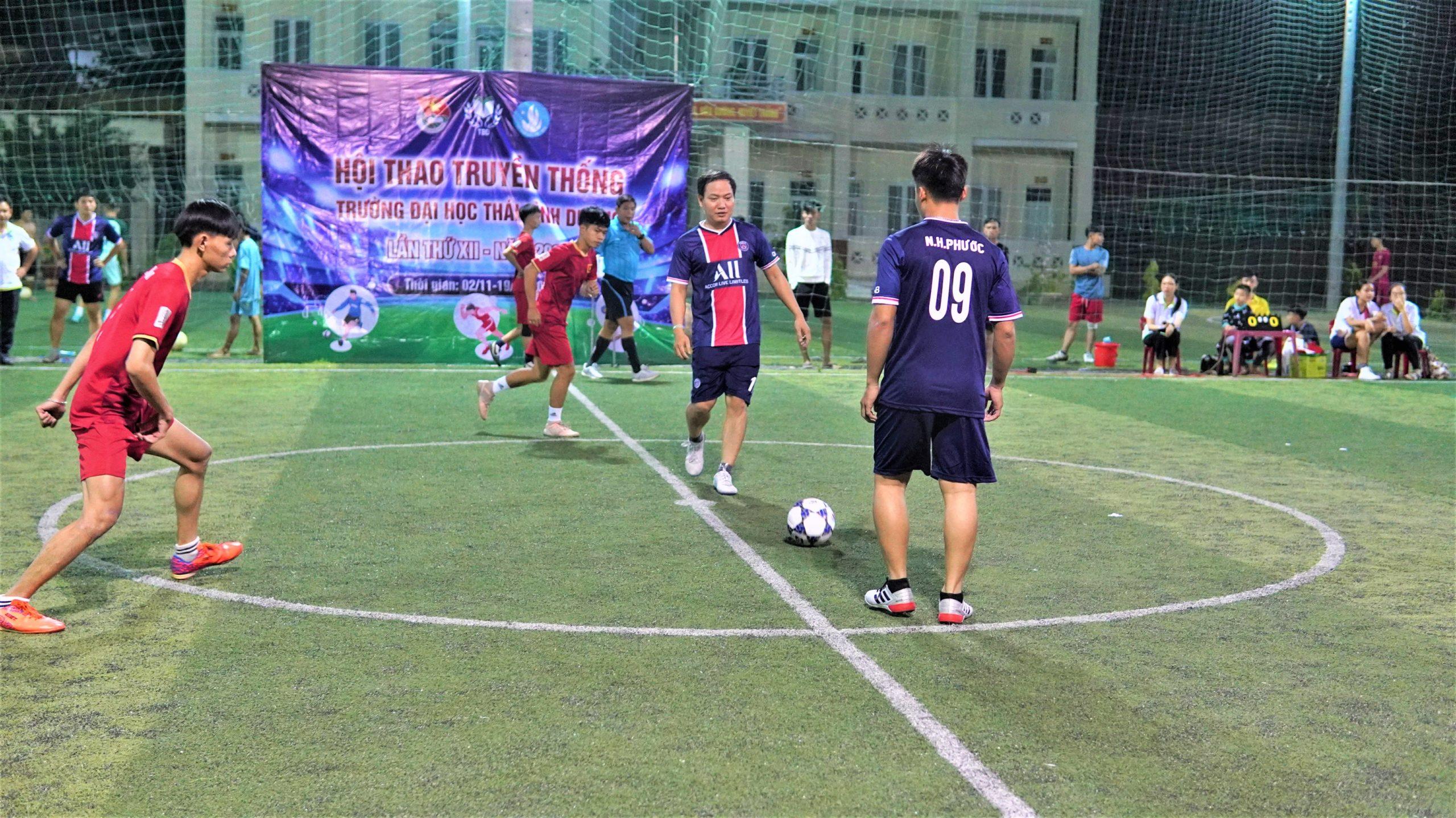Giải bóng đá nam- Hấp dẫn ngay trận đấu mở màn