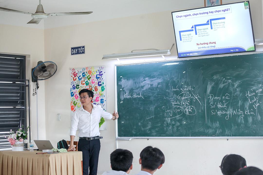 Hướng nghiệp THPT Phạm Văn Đồng 2