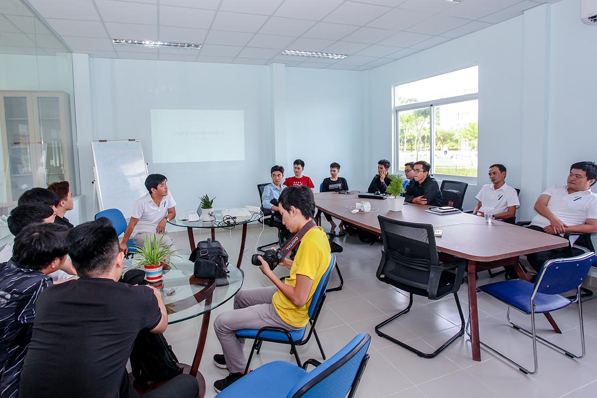 """Hào hứng với Public Talk """"Chuyển đổi số"""" của sinh viên Khoa CNTT"""