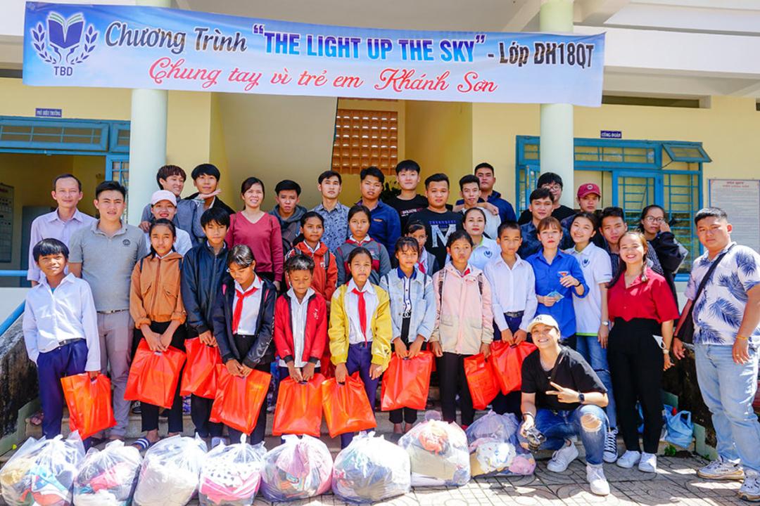 Sinh viên TBD thực tế Doanh nghiệp và Cộng đồng ở Khánh Sơn
