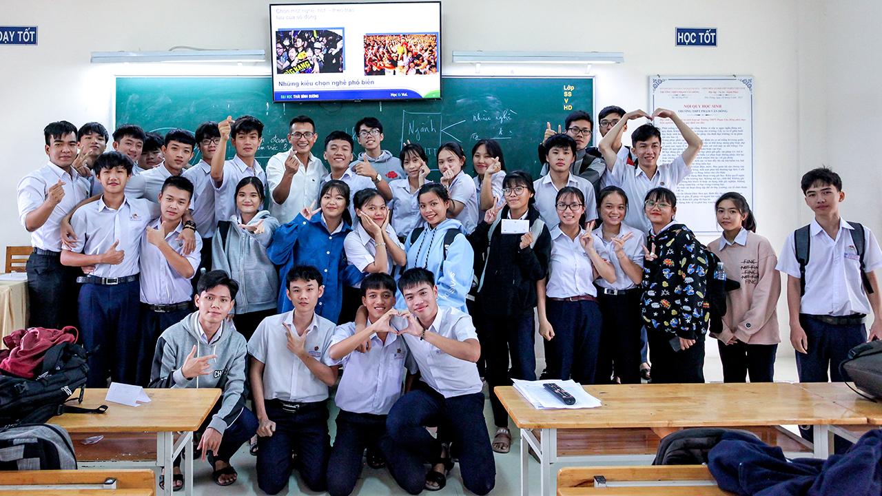 Hướng nghiệp cho 900 học sinh THPT ở Khánh Hòa, Đắk Lắk