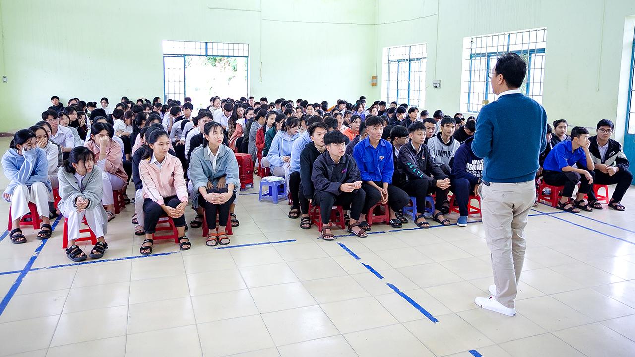 ĐH TBD hướng nghiệp hơn 200 học sinh THPT ở Khánh Hòa